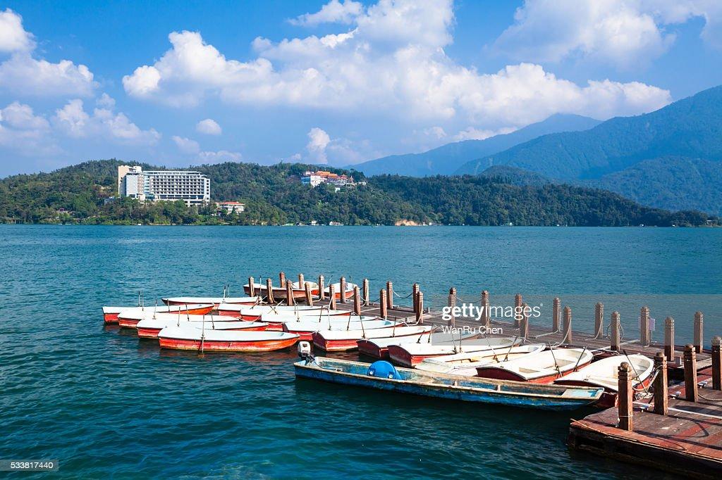 Boats on sun moon lake : Foto stock