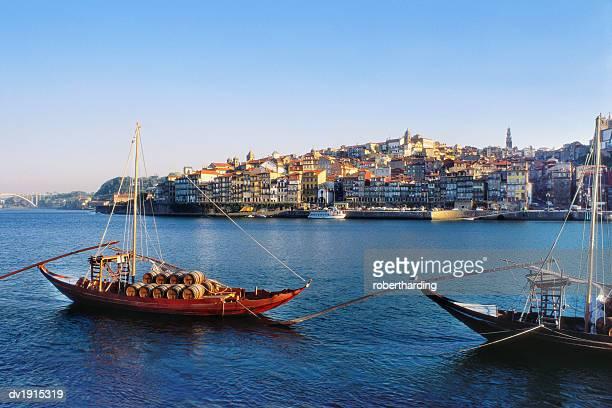 boats on the douro river, porto, portugal - douro river stock-fotos und bilder
