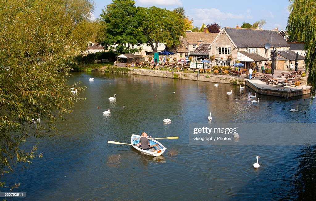 Boats on the River Thames in autumn at Lechlade on Thames, Gloucestershire, England : News Photo