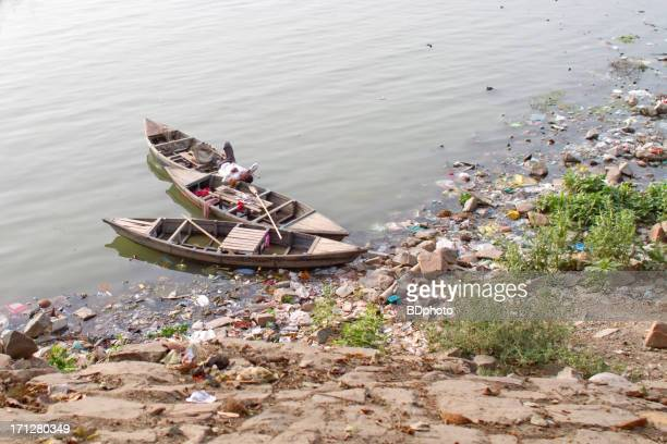 boats on the yamuna river, new delhi - yamuna river stock pictures, royalty-free photos & images