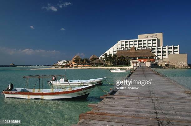 boats, playa norte, isla mujeres, mexico - mujeres fotos stockfoto's en -beelden