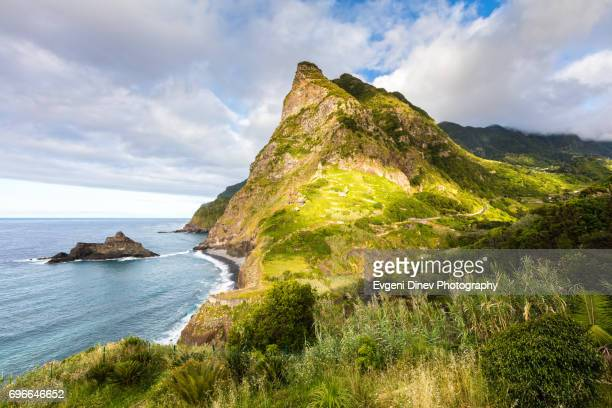 madeira, portugal - juny 2017: boaventura cliffs - madeira island fotografías e imágenes de stock