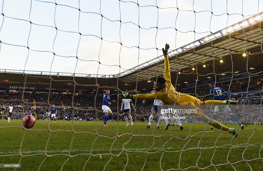 Boaz Myhill of West Brom fails to stop the the shot by Jonathan Grounds of Birmingham City during the FA Cup Fourth Round match between Birmingham City and West Bromwich Albion at St Andrews on January 24, 2015 in Birmingham, England.