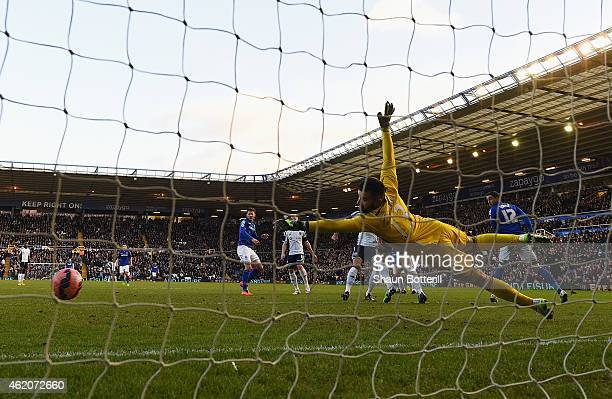 Boaz Myhill of West Brom fails to stop the the shot by Jonathan Grounds of Birmingham City during the FA Cup Fourth Round match between Birmingham...