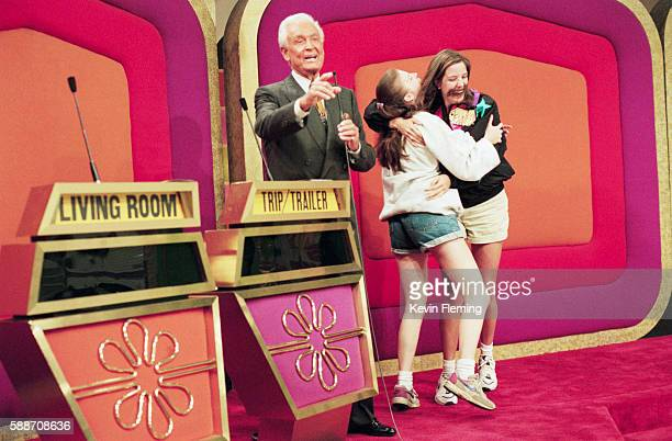 "bob barker on the set of ""the price is right"" - television show stock pictures, royalty-free photos & images"