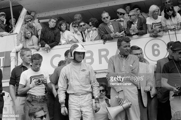 Bob Bondurant, Carroll Shelby, 24 Hours of Le Mans, Le Mans, 22 June 1964. Bob Bondurant with Carroll Shelby during the 1964 24 Hours of Le Mans.