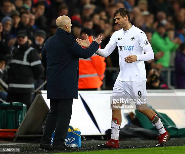 Bob Bradley Manager of Swansea City embraces Fernando Llorente of Swansea City after he is subbed during the Premier League match between Swansea...