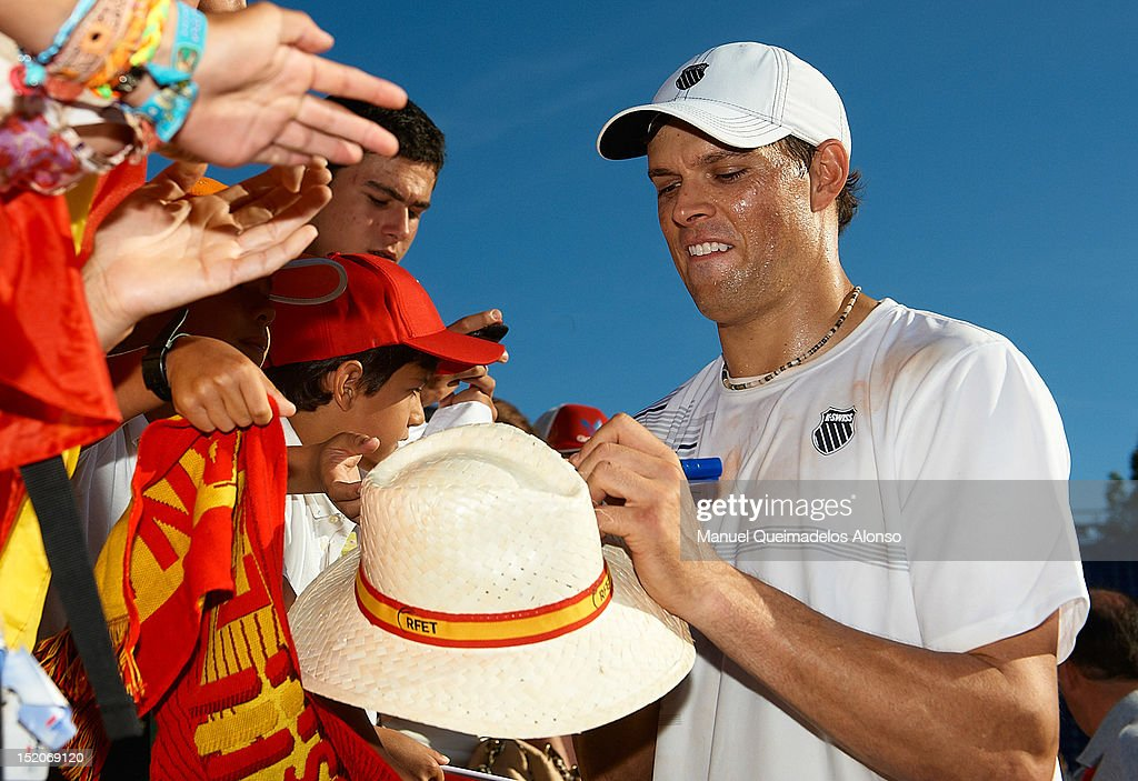 Spain v USA - Davis Cup Semi Final - Day Two : News Photo