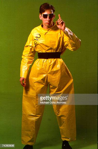 Bob Casale of the new wave punk music group Devo poses for a portrait in circa 1977