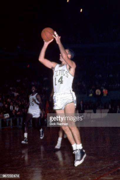 Bob Cousy of the Boston Celtics shoots the ball circa 1960 at the Boston Garden in Boston Massachusetts NOTE TO USER User expressly acknowledges and...