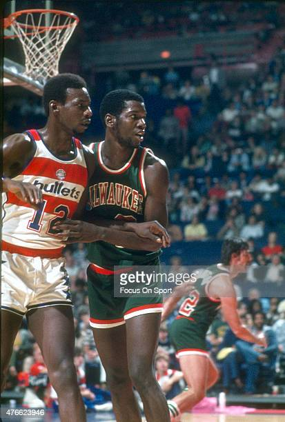 Bob Dandridge of Milwaukee Bucks defends Nick Weatherspoon of the Washington Bullets during an NBA basketball game circa 1975 at the Capital Centre...