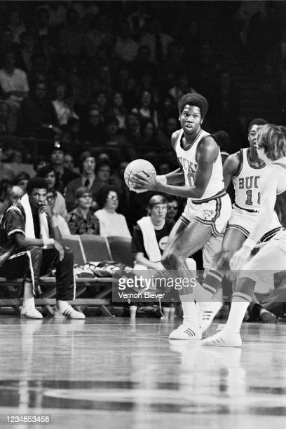 Bob Dandridge of Milwaukee Bucks handles the ball against the Los Angeles Lakers during a game circa 1970 at the MECCA Arena in Milwaukee, Wisconsin....