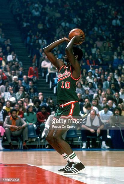 Bob Dandridge of Milwaukee Bucks shoots a free-throw against the Baltimore Bullets during an NBA basketball game circa 1975 at the Capital Centre in...
