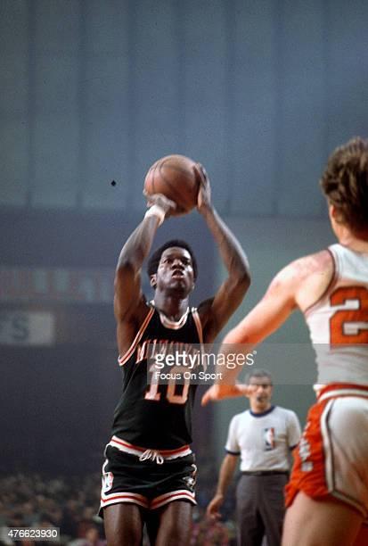 Bob Dandridge of Milwaukee Bucks shoots against the Baltimore Bullets during an NBA basketball game circa 1972 at the Baltimore Civic Center in...