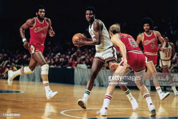 Bob Dandridge of the Milwaukee Bucks handles the ball against the Chicago Bulls during a game circa 1971 at the MECCA Arena in Milwaukee, Wisconsin....