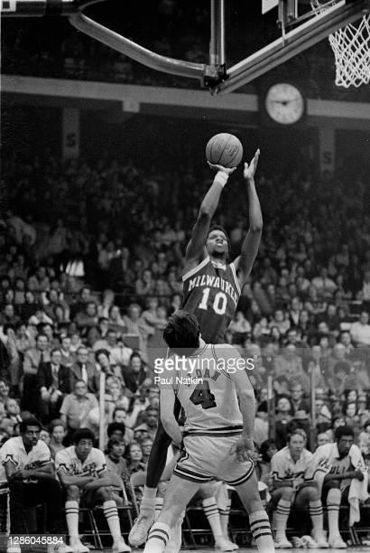 Bob Dandridge of the Milwaukee Bucks in the 1972-1973 season at the Chicago Stadium in Chicago, Il.