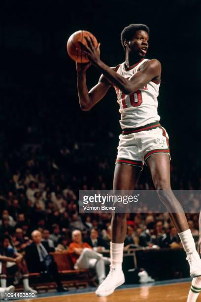 Bob Dandridge of the Milwaukee Bucks rebounds the ball circa 1973 at the Milwaukee Arena in Milwaukee, Wisconsin. NOTE TO USER: User expressly...