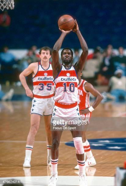 Bob Dandridge of the Washington Bullets shoots a free-throw against the Atlanta Hawks during an NBA basketball game circa 1978 at the Capital Centre...