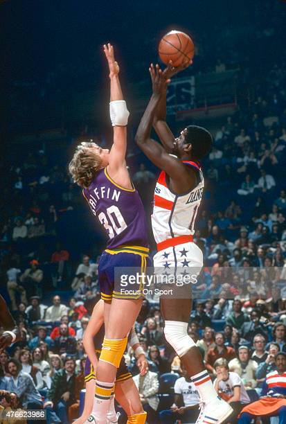 Bob Dandridge of the Washington Bullets shoots over Paul Griffin of the New Orleans Jazz during an NBA basketball game circa 1977 at the Capital...