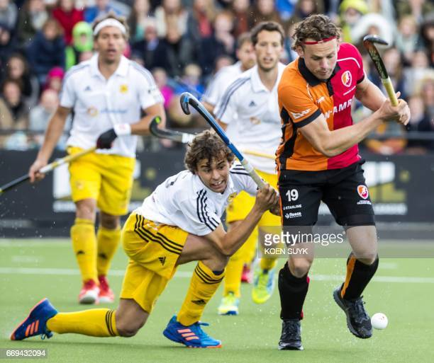 Bob de Voogd of OranjeRood fights for the ball with Sam Cortes of Atletic Terrassa during the quarter final hockey match between Wimbledon and...