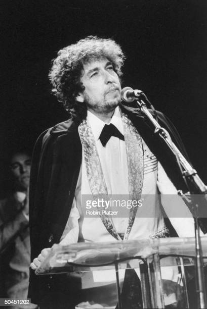 Bob Dylan alone at podium during Golden Globe Awards ceremony at the Waldorf Astoria Hotel