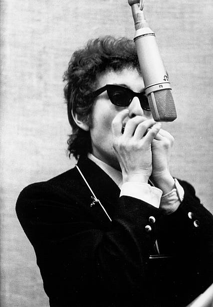 "Bob Dylan Records ""Bringing It All Back Home"""