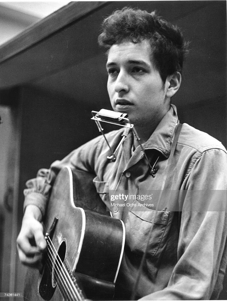 Bob Dylan Records His First Album For Columbia : ニュース写真