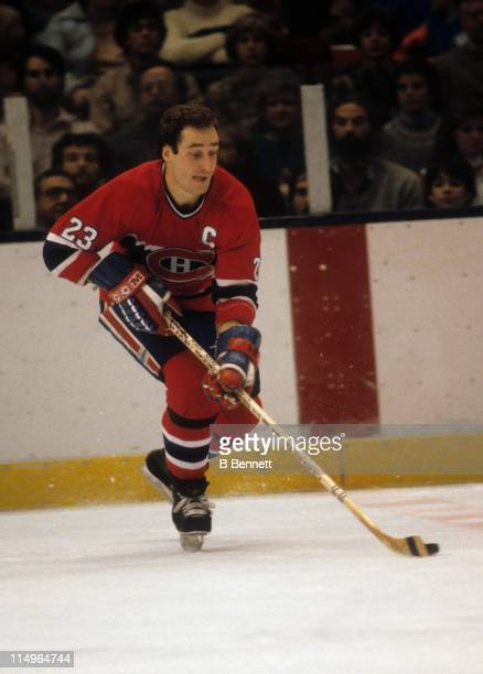Bob Gainey of the Montreal Canadiens skates with the puck during an NHL game circa 1982