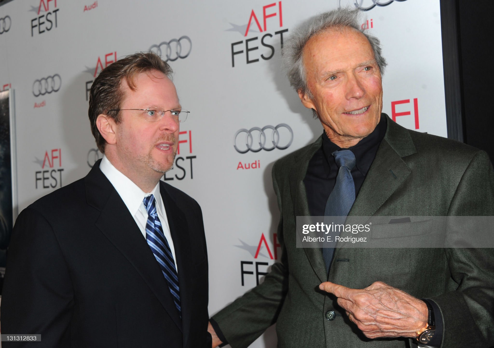 ¿Cuánto mide Clint Eastwood? - Altura - Real height - Página 2 Bob-gazzale-and-director-clint-eastwood-arrive-at-the-j-edgar-opening-picture-id131312833?s=2048x2048