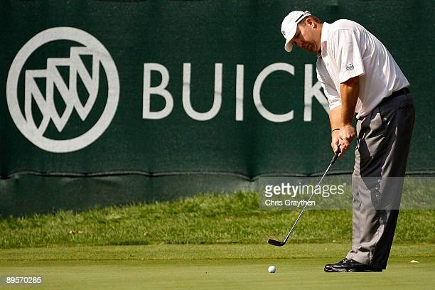 Bob Heintz watches his putt for birdie on the 16th hole during the final round of the Buick Open at Warwick Hills Golf and Country Club on August 2...