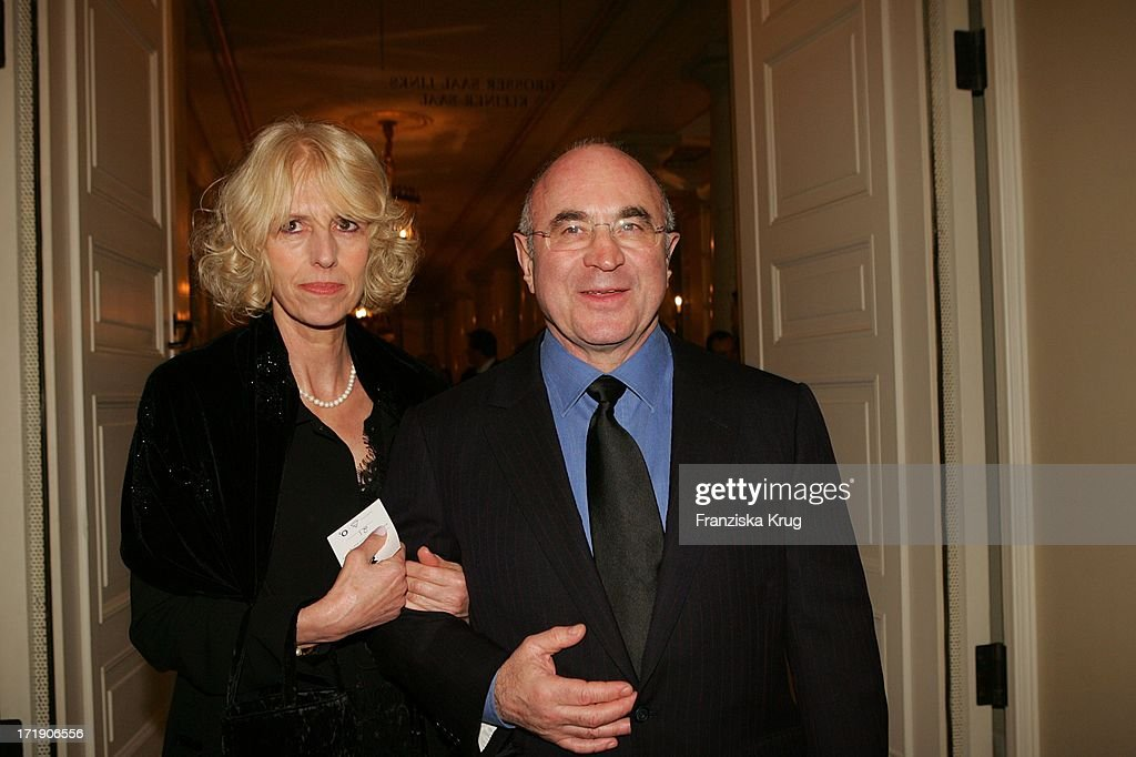 "Bob Hoskins Mit Ehefrau Linda Bei Der Charity Gala ""Cinema For Peace"" Im Konzerthaus : News Photo"