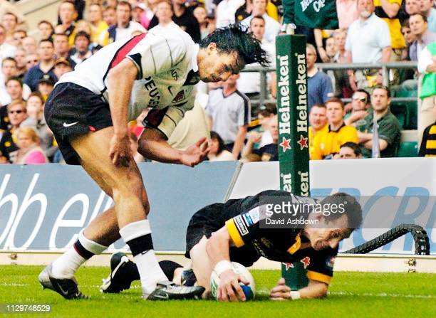 Bob Howley scores a try past Clement Poitrenaud Heineken Cup Final Wasps v Toulouse 23rd May 2004.