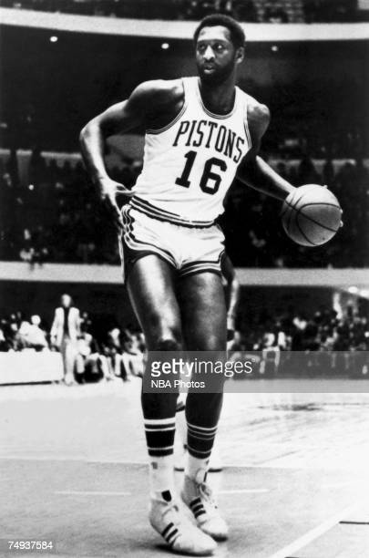 Bob Lanier of the Detroit Pistons looks over the defense during an NBA game circa 19701980 in Detroit Michigan NOTE TO USER User expressly...