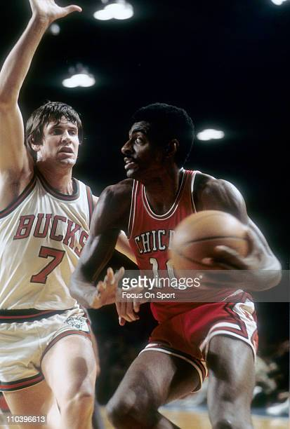 Bob Love of the Chicago Bulls drives on Terry Driscoll of the Milwaukee Bucks during an NBA basketball game circa 1975 at the Milwaukee Arena in...