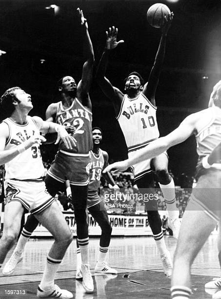 Bob Love of the Chicago Bulls goes for a hook shot against the Atlanta Hawks in Chicago Illinios NOTE TO USER User expressly acknowledges and agrees...