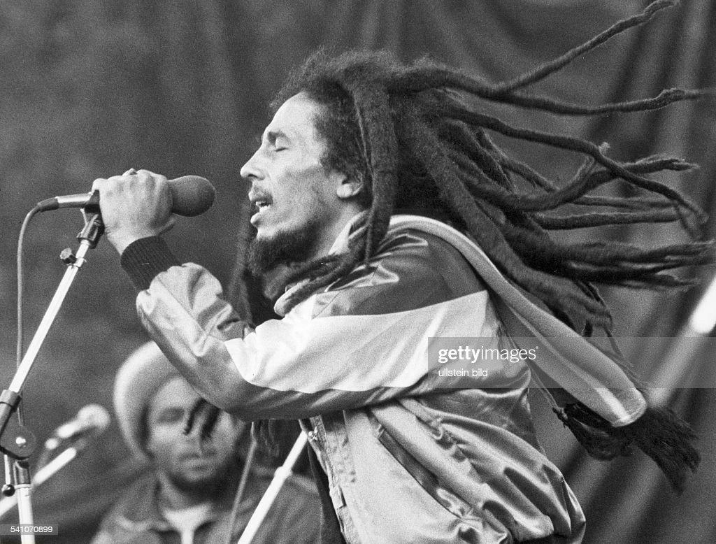 Bob Marley Bob Marley *06.04.1945-11.05.1981+ Musician, singer, Reggae, Jamaica Bob Marley at a concert - 1981 : Photo d'actualité