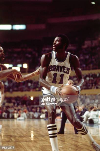 Bob McAdoo of the Baffalo Braves drives to the basket during an NBA game circa 1972 at the Buffalo Memorial Auditorium in Buffalo New York NOTE TO...