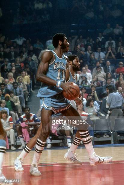 Bob McAdoo of the Buffalo Braves in action against the Washington Bullets during an NBA basketball game circa 1975 at the Capital Centre in Baltimore...