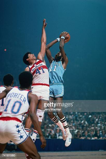 Bob McAdoo of the Buffalo Braves shoots a jump shot against the Washington Bullets during a 1975 NBA game in Washington DC NOTE TO USER User...
