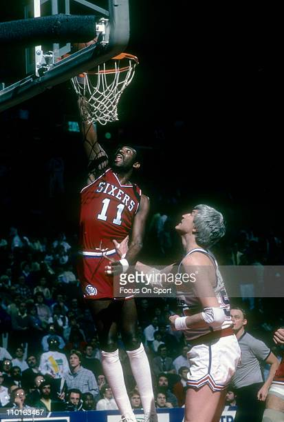 Bob McAdoo of the Philadelphia 76ers shoots over Tom McMillen of the Washington Bullets during an NBA basketball game circa 1986 at the Capital...