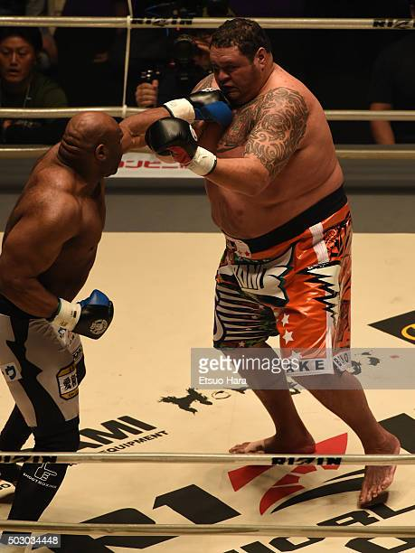 Bob Sapp of the United States and Taro akebono of Japan compete in the bout Rizin Fighting World Grand Prix during the Rizin Iza Saltation at Saitama...