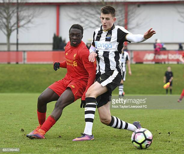 Bobby Adekanye of Liverpool and Kelland Watts of Newcastle United in action during the Liverpool v Newcastle United U18 Premier League game at The...