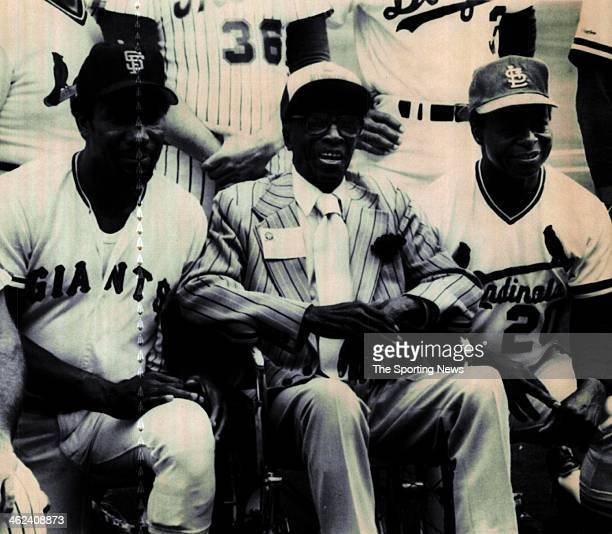 """Bobby Bonds, James """"Cool Papa"""" Bell and Lou Brock pose with members of the National League All-Stars prior to the start of the Equitable old-timers..."""