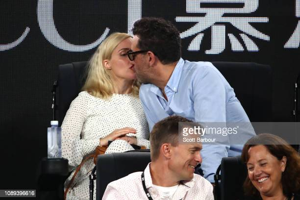 Bobby Cannavale kisses Rose Byrne during the Women's Singles Final match between Petra Kvitova of the Czech Republic and Naomi Osaka of Japan during...
