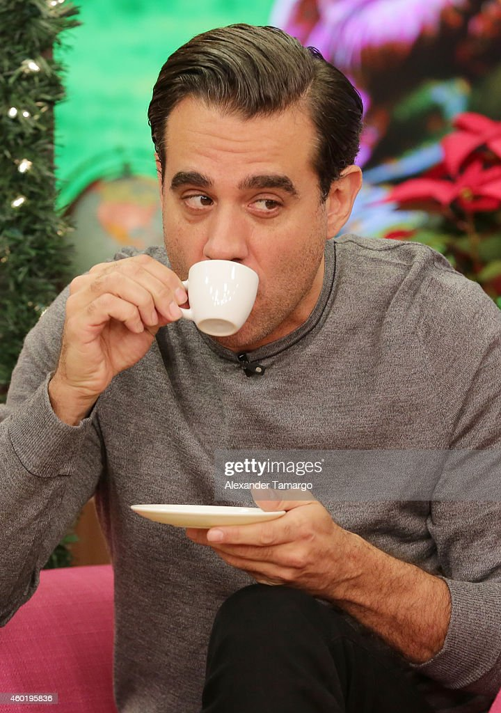 fotos de famosos curiosas Bobby-cannavale-on-the-set-of-univisions-despierta-america-to-promote-picture-id460195836