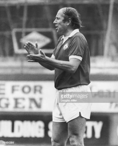 Bobby Charlton encouraging his team mates during his last appearance for Manchester United in a league match against Chelsea at Stamford Bridge 28th...