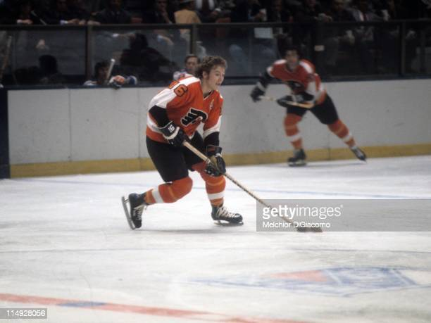 Bobby Clarke of the Philadelphia Flyers skates with the puck during an NHL game against the New York Rangers circa 1975 at the Madison Square Garden...