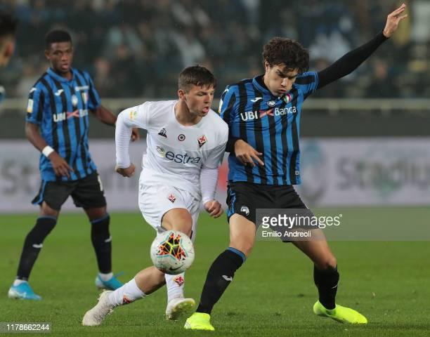 Bobby Duncan of ACF Fiorentina is challenged by Jacopo Da Riva of Atalanta BC during the Primavera TIM Supercup match between Atalanta BC U19 and ACF...