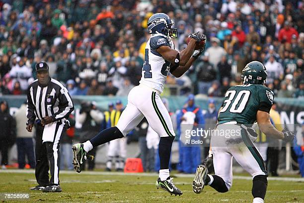 Bobby Engram of the Seattle Seahawks carries the ball during the NFL game against the Philadelphia Eagles at the Lincoln Financial Field on December...