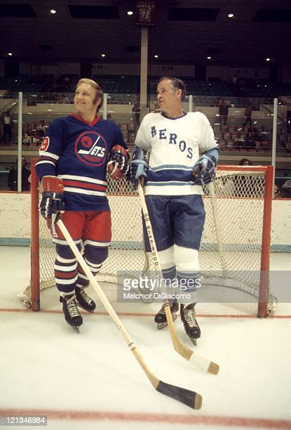 Bobby Hull of the Winnipeg Jets and Gordie Howe of the Houston Aeros talk before their game circa 1976 at the Summit in Houston, Texas.